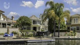 加州州立大学长滩分校附近Mission Viejo湖畔豪宅,私家码头,无边界游泳池,259万美金