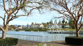 加州大学尔湾分校附近三卧室全景别墅,尔湾湖区临湖凭风,顶级学区,85.9万美金