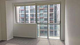 一室一卫公寓近奥克兰大学9月4日起入住