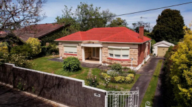 阿德莱德三室两卫一车位别墅近南澳大学City East校区三月底起入住