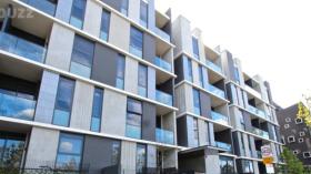 两室两卫一车位公寓近墨尔本大学立即入住