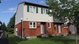 渥太华两层3居室花园房出租