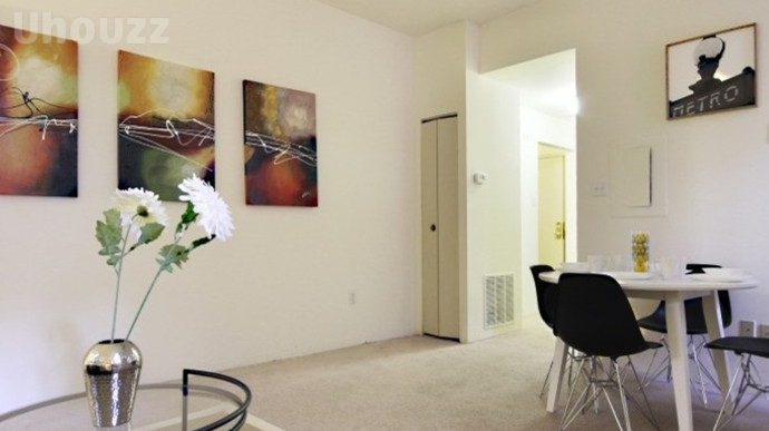 Carriage House (原名:The Courts Apartments)-348302