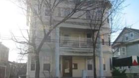 波士顿BU/88超市附近,公交沿线,4室2卫,3600!