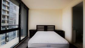 两室两卫一车位公寓近墨尔本大学Southbank校区立即入住