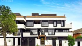 墨尔本两室两卫一车位公寓近莫纳什大学Caulfield校区立即入住