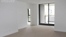 墨尔本两室两卫一车位公寓近莫纳什大学Caulfield校区10月26日起入住