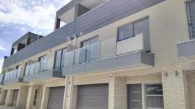 两室一卫一车位联排别墅近南澳大学City West 校区2月26日起入住