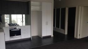 墨尔本两室一卫一车位公寓近迪肯大学Burwood校区10月18日起入住