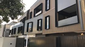墨尔本三室两卫两车位公寓近莫纳什大学Caulfield校区6月25日起入住