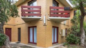 两室一卫一车位Unit近南澳大学City West 校区3月4日起入住