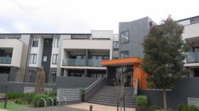 两室两卫一车位公寓近莫纳什大学Clayton校区2月23日起入住