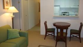 温哥华市中心带家具两居室出租