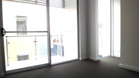 阿德莱德两室一卫一车位别墅近南澳大学City West校区6月1日起入住