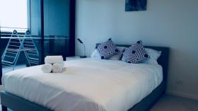 猫本Docklands水景酒店式公寓一室短租接受预定(三个月起租)