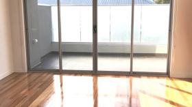墨尔本三室两卫公寓近迪肯大学6月28日起入住