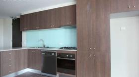 墨尔本一室一卫一车位公寓近斯威本科技大学Prahran校区10月23日起入住