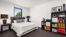 墨尔本两室两卫一车位公寓近莫纳什大学Caulfield校区5月30日起入住