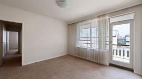 墨尔本两室一卫一车位公寓近莫纳什大学Caulfield校区立即入住
