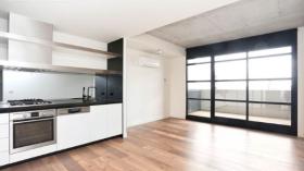墨尔本两室两卫一车位公寓近斯威本科技大学Prahran校区11月10日起入住
