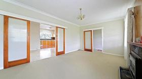 墨尔本三室一卫两车位别墅近莫纳什大学Caulfield校区立即入住