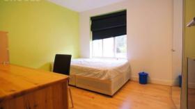 英国纽卡斯尔大学旁边2018年九月份两室一厅转租