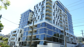 墨尔本两室一卫一车位公寓近迪肯大学Burwood校区8月25日起入住